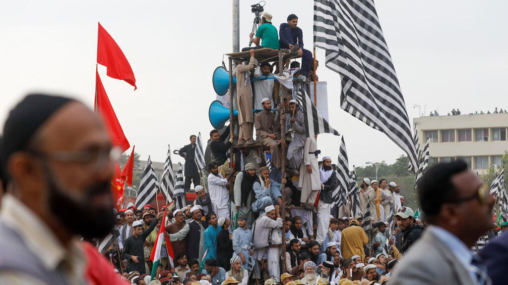 خلال الاحتجاج على حكومة رئيس الوزراء عمران خان، في إسلام آباد-
