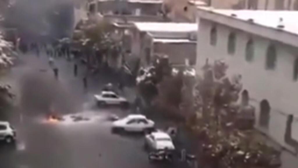 صورة من فيديو نشر حول بداية الاحتجاجات في إيران