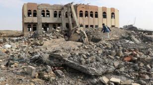 مدرسة حكومية مدمرة بفعل الغارات الجوية للتحالف، صعدة (12-04-2018)