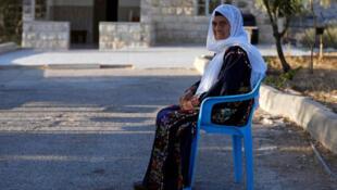 مفتية طليب جدة النائبة بالكونجرس الأمريكي رشيدة طليب أمام منزلها بالضفة الغربية