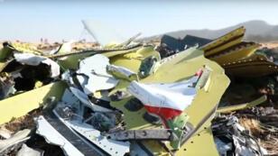 بقايا مبعثرة من حطام الطائرة الإثيوبية المنكوبة