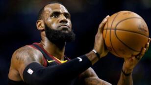 نجم كرة السلة ليبرون جيمس