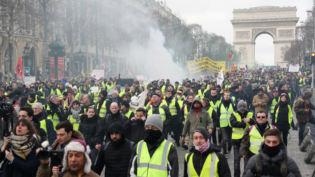 مظاهرة لحركة السترات الصفراء في شارع الشانزليزيه يوم 9 فبراير 2019