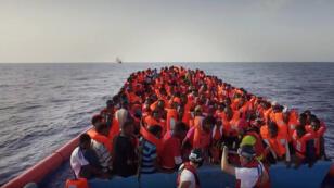 إنقاذ مهاجرون غير نظاميين