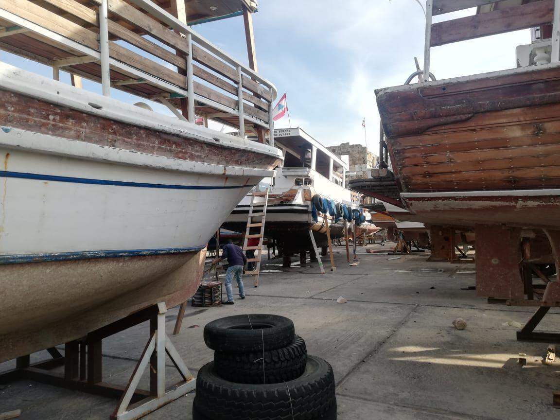 قوارب مصنوعة من الخشب، لبنان