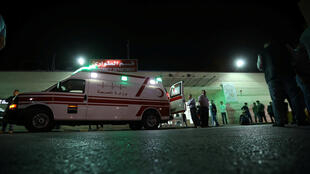 آلية اسعاف تنقل احد ضحايا الاعتداء في جرش