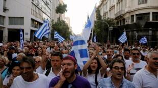 2021-07-24T193524Z_1425637972_RC24RO9HG8NY_RTRMADP_3_HEALTH-CORONAVIRUS-GREECE-VACCINES-PROTESTS