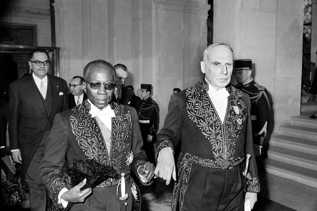 سنغور خلال مراسم قبوله عضواً جديداً في أكاديمية العلوم الأخلاقية والسياسة بباريس في 16 كانون الأول 1969