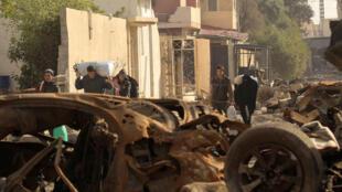 """عراقيون يفرون من منازلهم أثناء المعارك بين الجيش العراقي وتنظيم """"الدولة الإسلامية"""""""