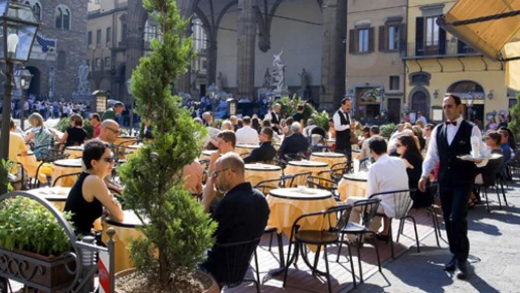 مقهى في مدينة البندقية في ايطاليا-