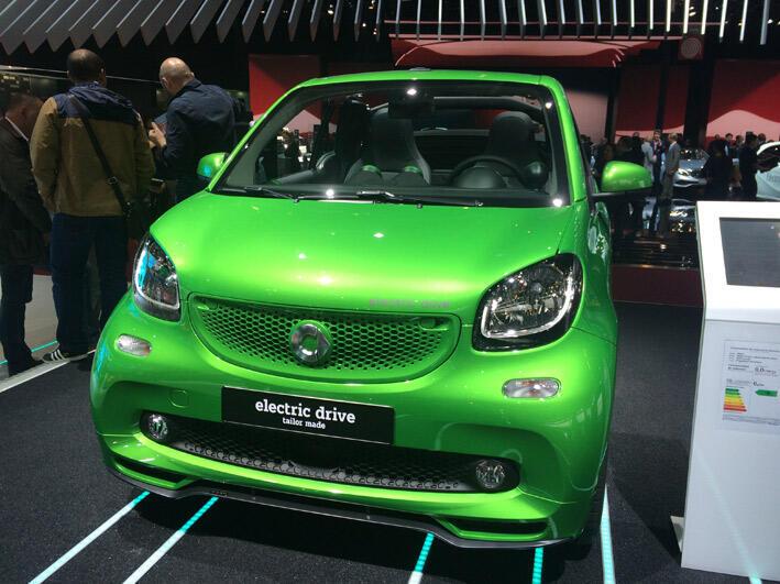 """سيارة """"سمارت"""" الكهربائية في معرض باريس الدولي للسيارات"""