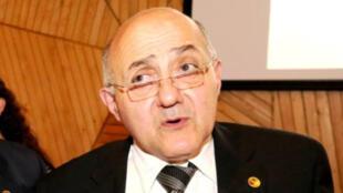 جاك مخباط - بروفيسور متخصّص في الأمراض الجرثومية والمعدية-