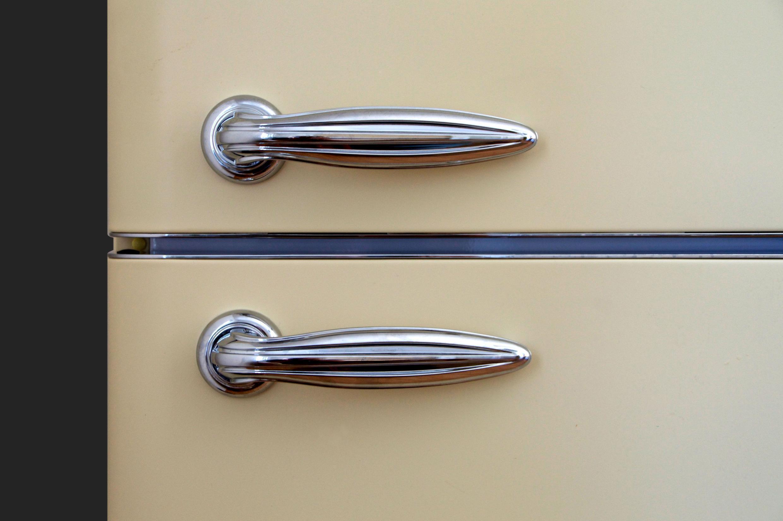 retro-old-reflection-metal-door-chrome-1034975-pxhere.com