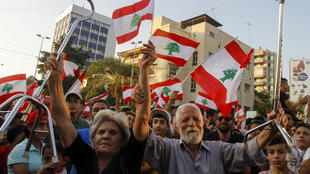 متظاهرون في مدينة صيدا جنوب لبنان يوم 21-10-2019
