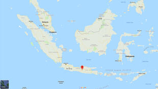 الجزيرة التي وقع فيها الزلزال حيث الإشارة الحمراء
