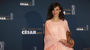 المخرجة الفرنسية – المغربية هدى بنيامينا فازت بجائزة سيزار الفرنسية كأفضل أول فيلم طويل