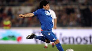 مارادونا على ملعب روما لكرة القدم عام 2008
