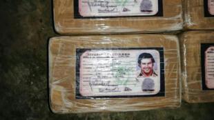 ضبط مخدرات في هندوراس عليها صورة بابلو إسكوبار