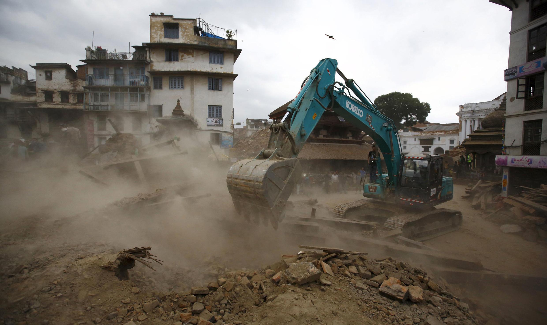 برج دارهارا في العاصمة النيبالية قبل وبعد الزلزال