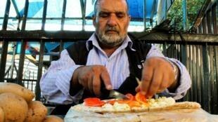 SYRIA-BUSINESS-SANDWICH (2)