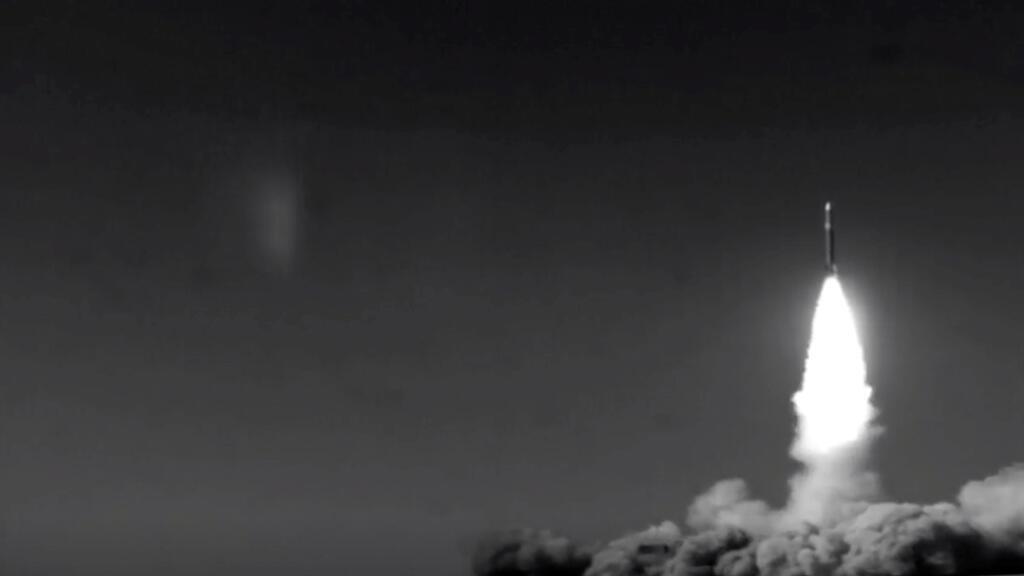 صورة ثابتة من لقطات فيديو توضح نظام صاروخ بافار 373 المحمول في إيران-
