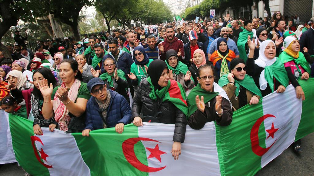 خلال احتجاجات رافضة لانتخابات ديسمبر الرئاسية في الجزائر العاصمة-