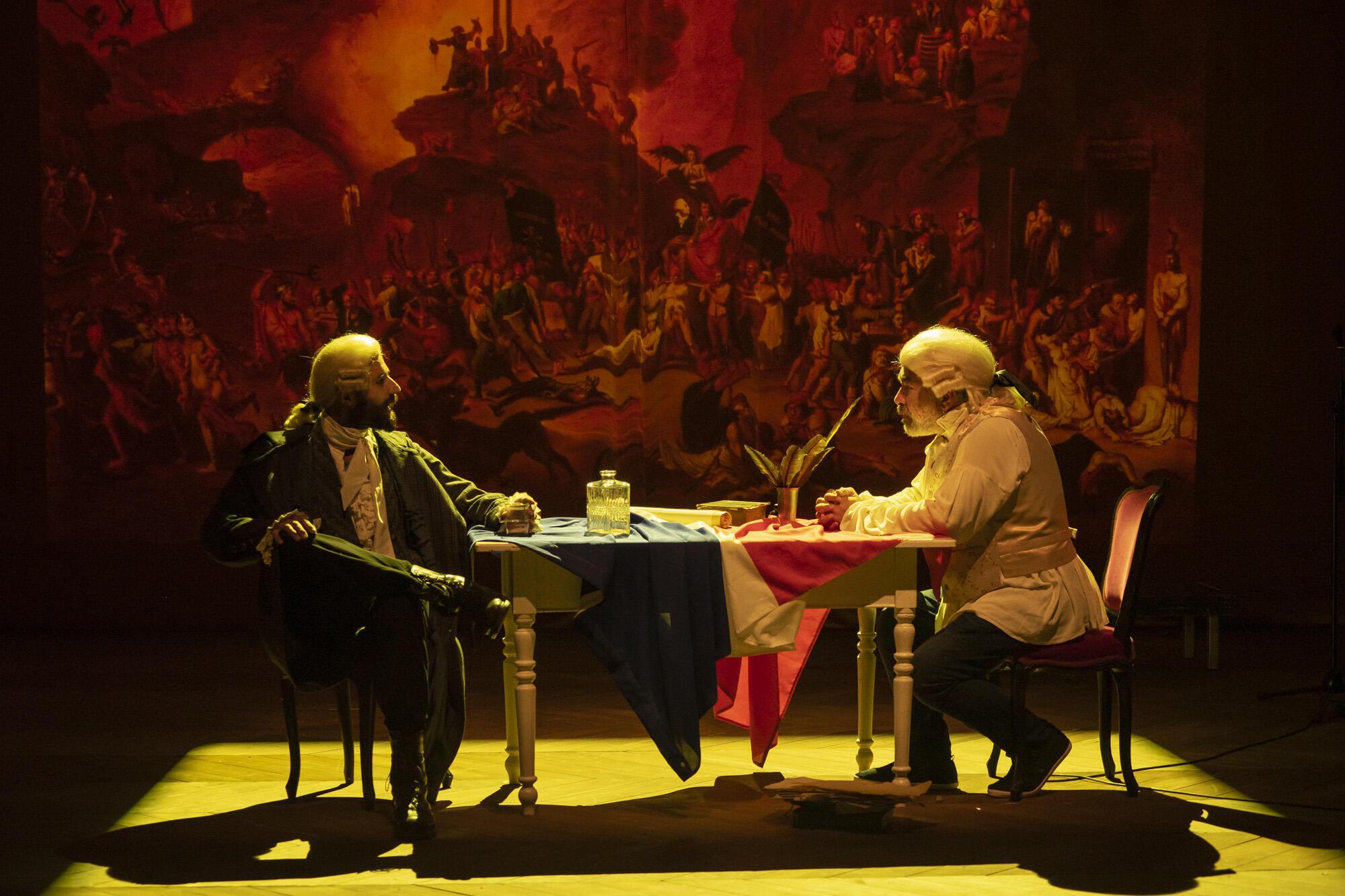 مشهد من مسرحية عودة دانتون