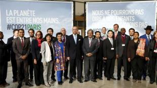 مندوبو الدول المشاركة في مؤتمر القمة العالمي للمناخ المنعقد في باريس