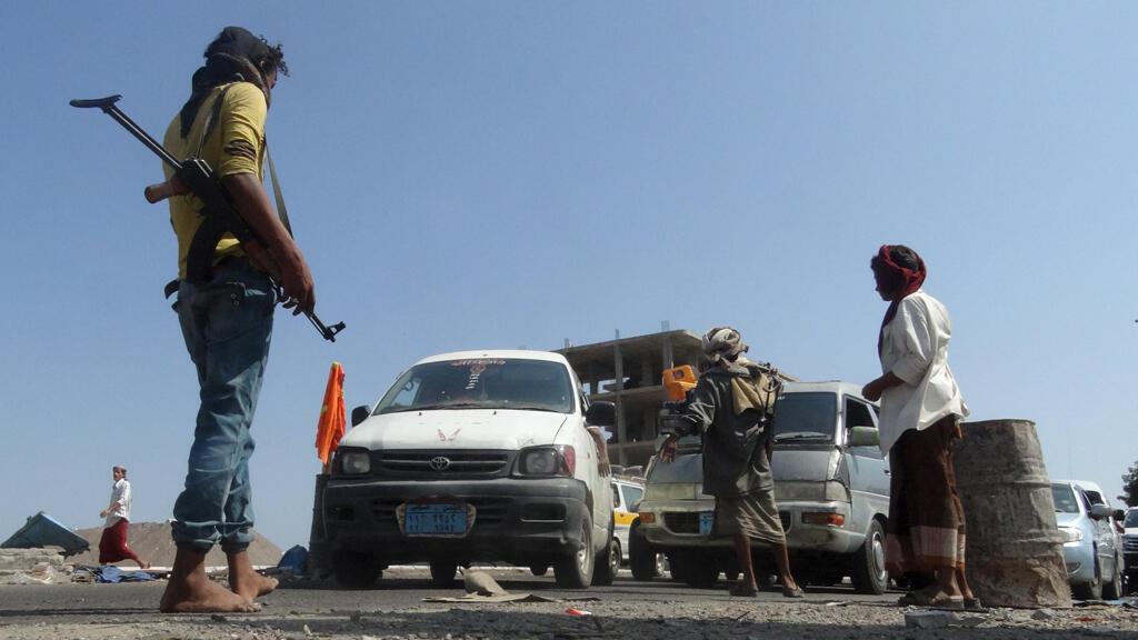 © قوات من اللجان الشعبية الموالية للرئيس عبد ربه منصور في عدن
