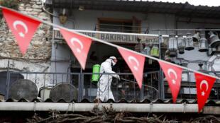 تعقيم الأماكن العمومية في تركيا