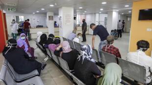 liban_gens_attendre_aid_medecins_sans_frontieres_bar_elias