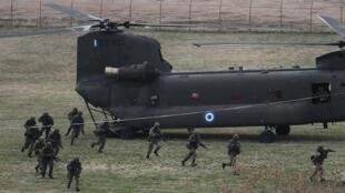 عناصر من الجيش اليوناني خلال تدريبات عسكرية
