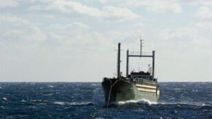 صورة لسفينة عزالدين تحمل 450 مهاجراً غير شرعي تقترب من السواحل الإيطالية(02-01-2015)