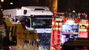 الشاحنة التي تم استعمالها من قبل سوري صدم بها العديد من السيارات