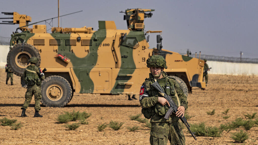 جنود روس على الحدود السورية التركية