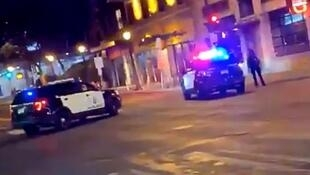 الشرطة تغلق الطريق بعد حادثة إطلاق النار