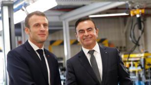 إيمانويل ماكرون وكارلوس غصن خلال زيارة الرئيس الفرنسي إلى معامل رينو في موبوج يوم 8 نوفمبر 2018