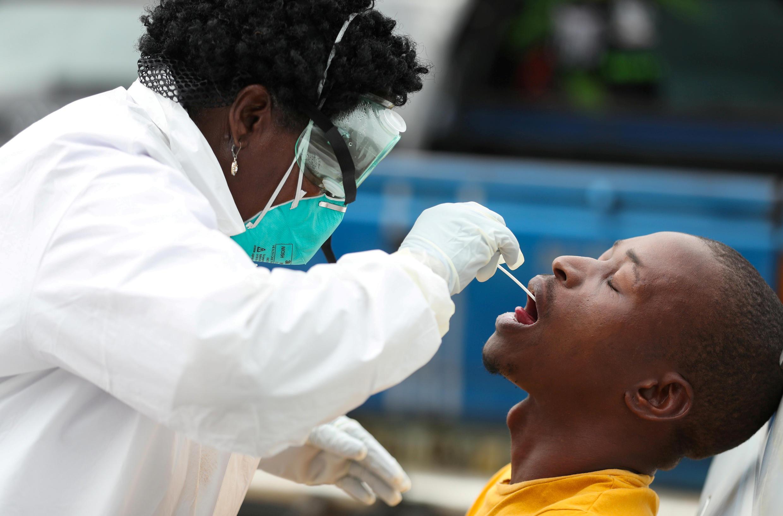 فحص لفيروس كورونا في أفريقيا الجنوبية