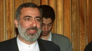 حسين شيخ الإسلام في دمشق عام 2000