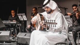 الفنان الإماراتي طارق المنهالي