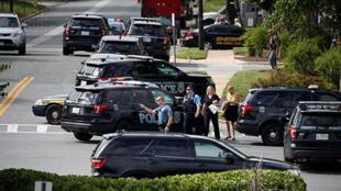 رجال وسيارات الشرطة في ميريلاند الأمريكية بعد عملية سابقة لإطلاق نار