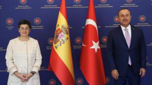 وزيرة الخارجية الإسبانية مع نظيرها التركي في أنقرة