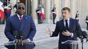 الرئيس الفرنسي إيمانويل ماكرون ورئيس جمهورية الكونغو الديمقراطية فيليكس تشيسكيدي تشيلومبو يلتقيان في قصر الإليزيه الرئاسي في باريس في 27 أبريل 2021
