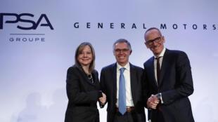 رئيس مجلس الإدارة التنفيذي لمجموعة PSA والرئيس التنفيذي لشركة جنرال موتورز،و رئيس مجلس إدارة أوبل خلال مؤتمر صحفي في باريس