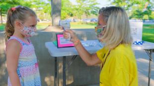 هل تضر الكمامة بصحة أطفالنا؟