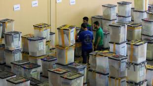 صناديق اقتراع بمركز انتخابي في دهوك العراقية