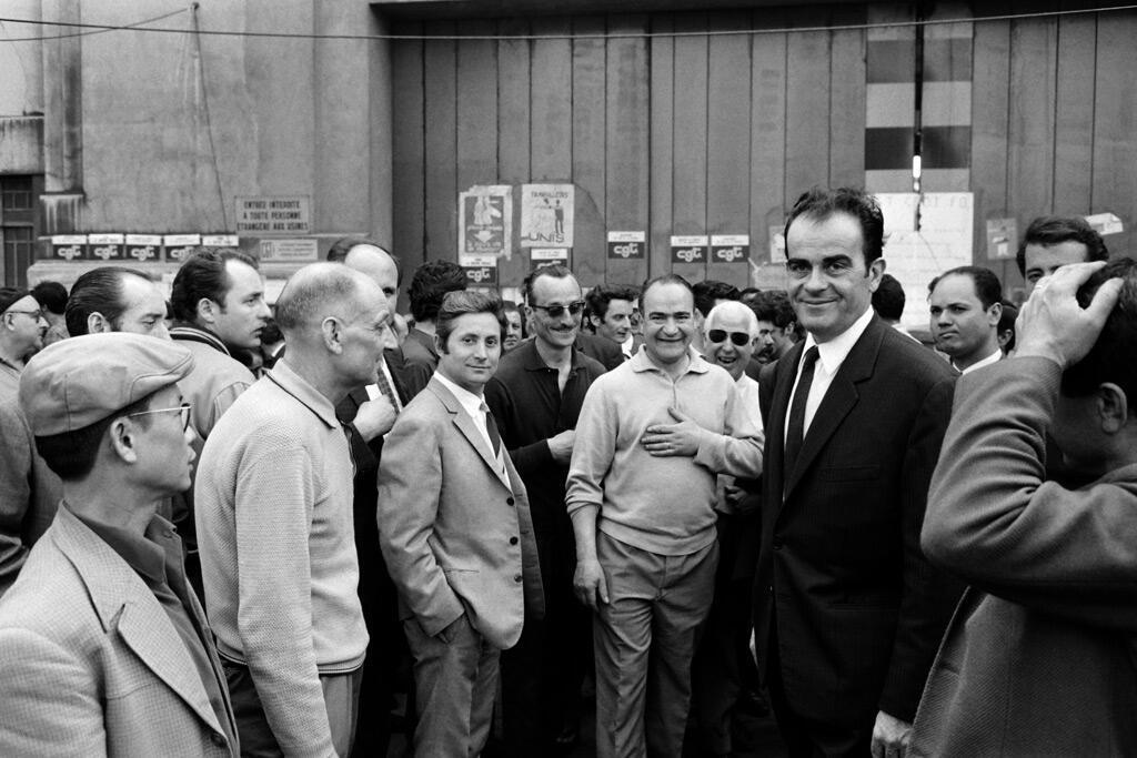 """مارشيه مع عمال مصانع """"رينو"""" المضربين في أيار 1968"""