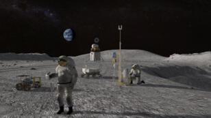 رواد فضاء على سطح القمر مع بعض المعدات
