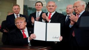 توقيع ترامب على الاعتراف الأمريكي بسيادة إسرائيل على مرتفعات الجولان