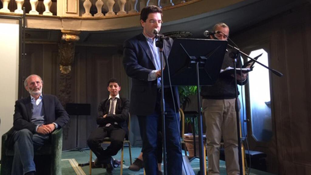 ألكسندر نجار يلقي قصيدته في الأكاديمية العالمية للشعر في فيرونا، إيطاليا